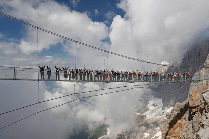 Excursion destination on the Dachstein glacier suspension bridge