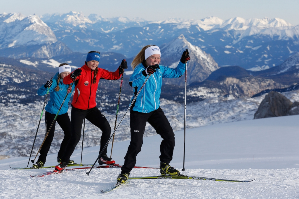 Cross-country skiing up to 18km on the Dachstein Glacier