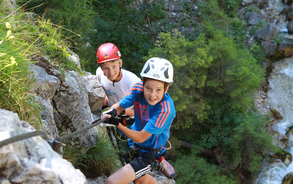 Children climbing on the Sattelberg in Ramsau am Dachstein
